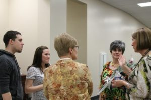 Nick '04 & Laura (Pfeffer '04) Anderson talk with Mrs. Purvis, Lori Fryling, and Lisa Boynton